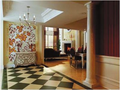 步步精心 油漆不光指墙面漆,还有木器漆和金属漆等。木工如果用实木 或大芯板做的木活,需要刷木器漆(现在一般贴波音软片);如果涂刷暖气管,还需要用金属漆。以上是油漆按涂刷部位不同的分类。油漆还根据稀释溶剂不同分为水性漆和油性漆,相对来说水性漆的漆膜不如油性漆好,但是比油性漆环保。 油漆的涂刷有刷、滚、喷三种方法,油漆桶上一般都会注明每升 油漆的涂刷面积,刷涂比滚涂废油,滚涂比喷涂废油。现在大部分的油工都买了喷漆的设备。按照实际涂刷面积购买的油漆最后有剩余的现象,所以购买油漆没必要像买瓷砖一样打出富裕,按实