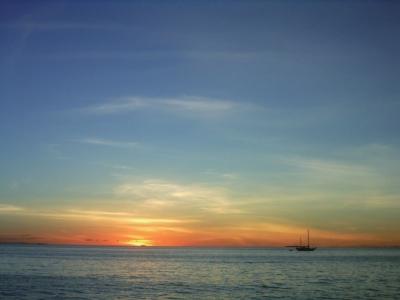 瑙鲁 瑙鲁全境为一椭圆形珊瑚岛.海岸陡峭.