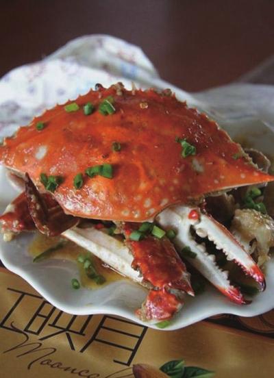 胡椒粉制作步骤: 把螃蟹收拾干净,去腮,剪脚