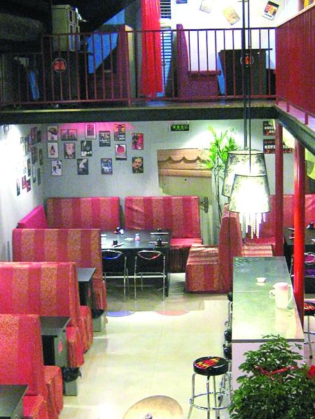 饭店内部的装修很符合它的门头