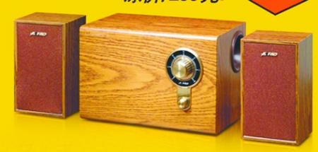 独立功放上设置着音响的全部调节功能按钮,而且还有一个液晶屏精确