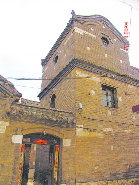 这些旧民居都比较注重房子的外部造型装饰
