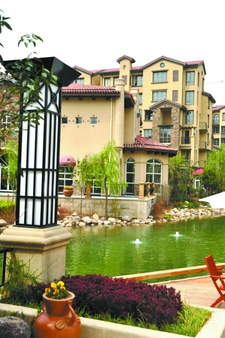 别墅凉亭游泳池后花园