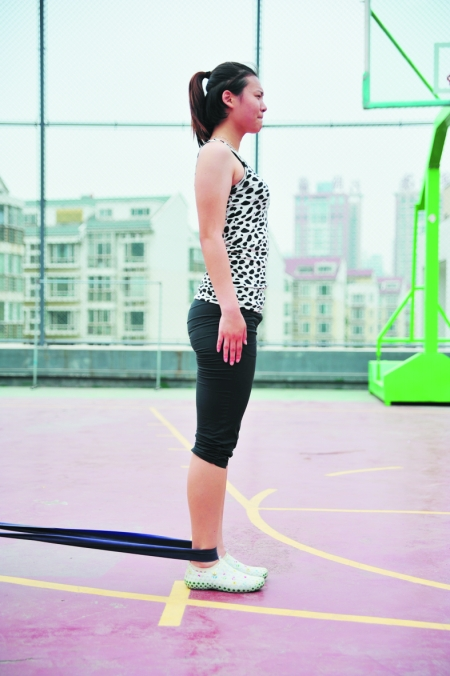 用绳子练腹肌使用方法图解