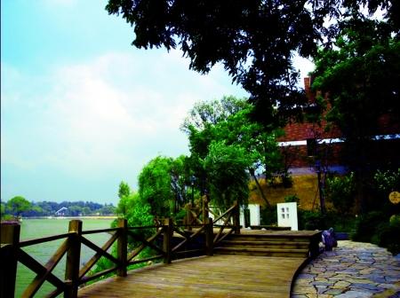 有人称郑州北区黄河岸边的别墅建筑走厚重和