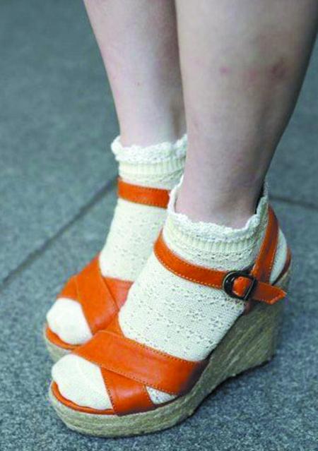穿凉鞋不好看,加上袜子更可爱!