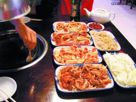 平时去餐厅吃饭看见菜单就发愁,总为点什么菜而纠结,团购很轻易地就把