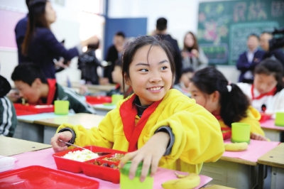 """学校上线""""在校午餐"""" 郑州二七区中小学试点配餐工作启动"""