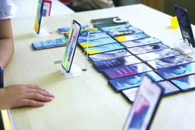 华为手机批发价上涨10% 郑州有商户囤了数万部